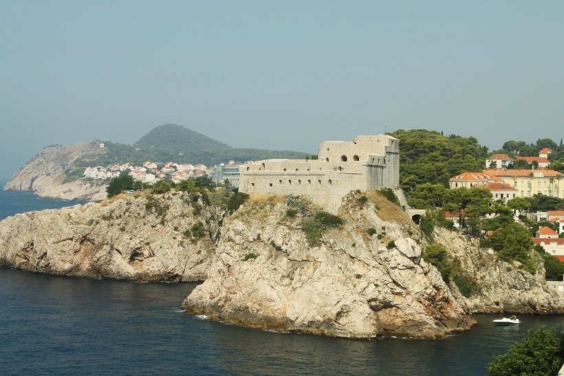 walking dubrovnik city walls Croatia