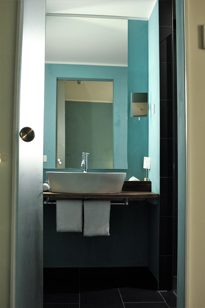 Almodovar Hotel Bathroom